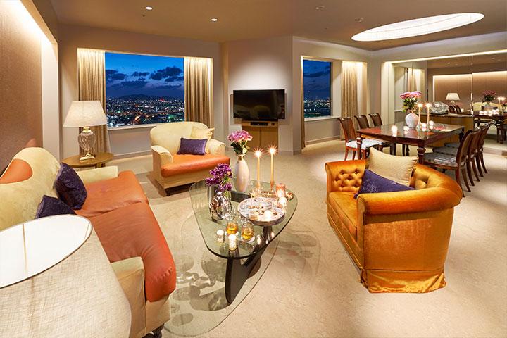 Suite 121m² Dining (Tower Floor)