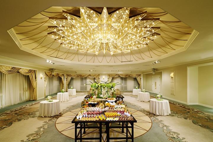 Peridot - Buffet Party Style